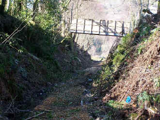 S9_BWHGoat cutting footbridge from Goat Tunnel.jpg (121225 bytes)