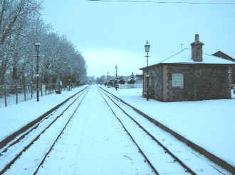 Xmas at Dinas station snow.JPG (52827 bytes)