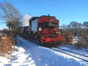 138_BWH19-12-10Rhostryfan Road E in snow.jpg (105093 bytes)