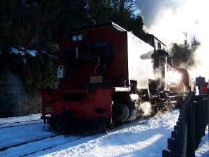 138_BWH19-12-10shunts in snow Caernarfon.jpg (78795 bytes)