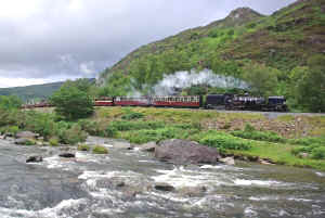87_DF16-7-11long train Aberglaslyn.jpg (96071 bytes)