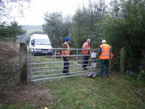 Betws Garmon access_TB11-10-11new gate.jpg (379509 bytes)