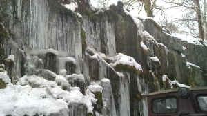Icicles_PB26-12-10Cutting Mawr with Funkey.jpg (86200 bytes)