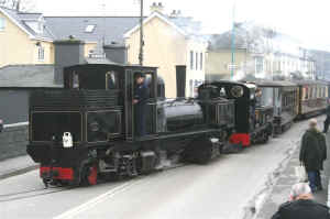 K1_MF21-2-11departing Porthmadog with Lyd.jpg (57010 bytes)