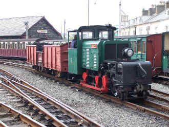 Moelwyn_BWH30-5-08 coal wagon at Harbour Station.jpg (87274 bytes)