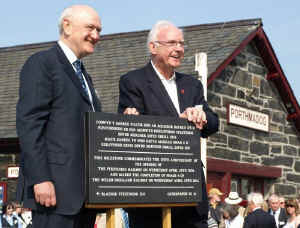 Opening_AT20-4-11Pete Waterman and plaque.jpg (89768 bytes)