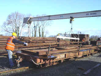 Rail loading at Dinas_AT7-4-08.jpg (67679 bytes)