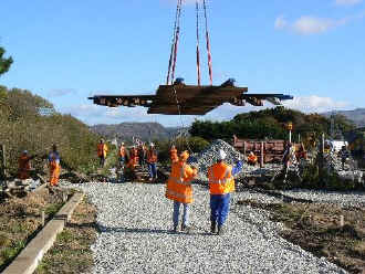 S14_NM1-11-06Cambrian Crossing craned in.jpg (52101 bytes)