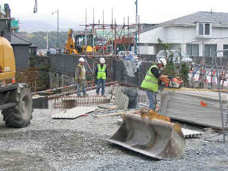 S14_RC19-6-08BB formwork for deck.jpg (90462 bytes)