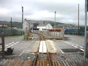 S14_SB10-5-11Council Yard Crossing.jpg (94886 bytes)