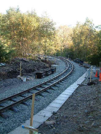 S8_TE14-10-06rails in canal currve.jpg (93000 bytes)