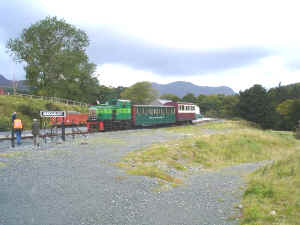 S9_JE1-10-08Trustees Train at Beddgelert.jpg (57574 bytes)