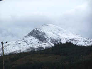 Snow on Moel Hebog_BWH29-10-08.jpg (35311 bytes)