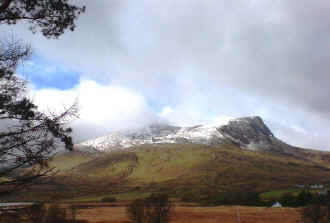 Snow on Y Garn_AT24-3-08.jpg (58233 bytes)