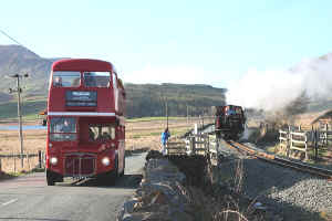 Snowdonian_DW2-4-11PH with London Bus.jpg (77921 bytes)