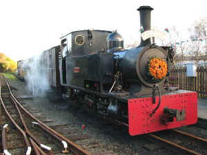 TM_MC2-11-08Gelert arrives back at Porthmadog.jpg (56548 bytes)