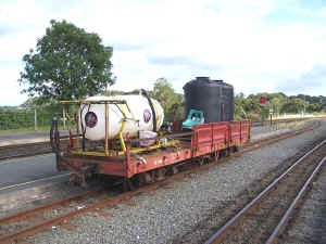 Weedkilling train Dinas_BWH20-8-11.jpg (442012 bytes)